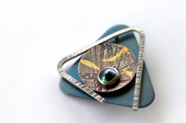 Breaking free 2. Brooch. Sterling silver, titanium, 24ct gold, New Zealand blue pearl