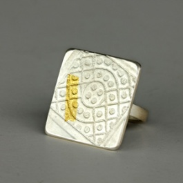 Streetscape serie. Ring Dalat 2. Sterling silver, 24ct gold.