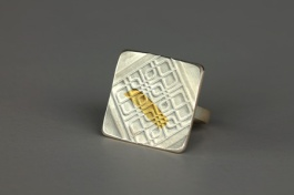 Streetscape serie. Ring Hoi An 2. Sterling silver, 24ct gold.