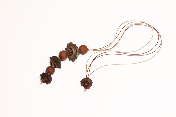 Day 8, Going organic 2. Gum & sandalwood nut, copper, linen thread. © Blandine Hallé 2015