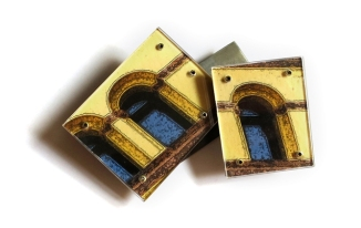 Looking out the window 2. Brooch. Patinated brass, photographic paper, polycarbonate. © Blandine Halle 2016